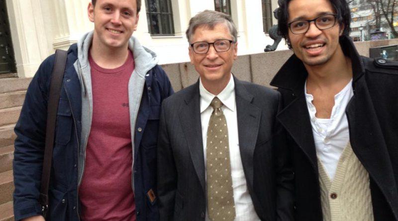 Gisle Birkeland og Rahim Ali har to ganger mottatt Norges studentpris for sitt arbeid for inovasjon og veldedig arbeid. Her fra møtet med Bill Gates under en mottagelse i regi av Microsoft Norge.